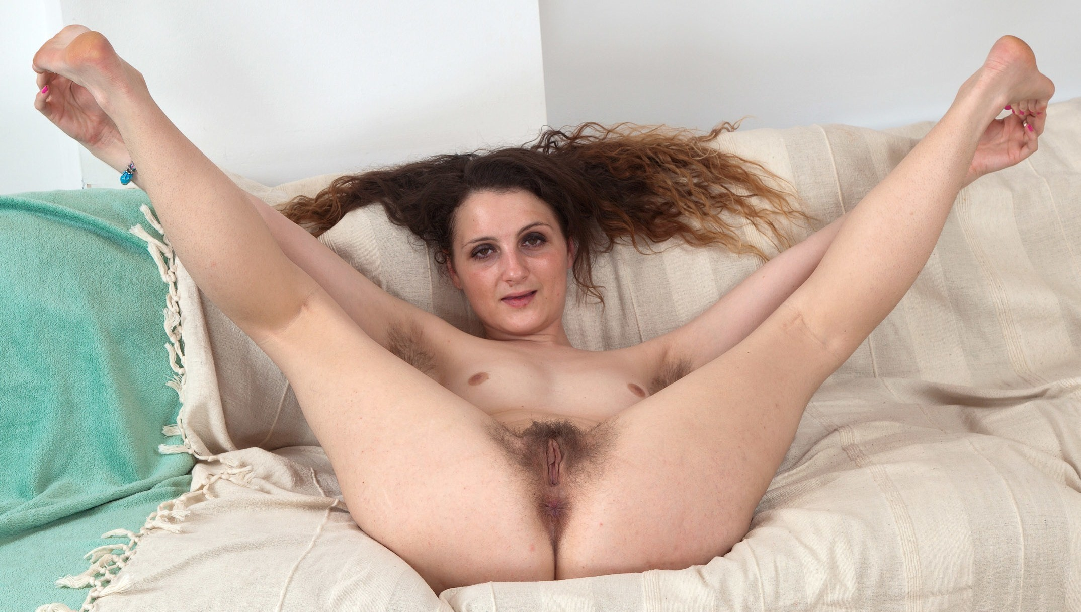 Волосатые широко разводят ноги — pic 8