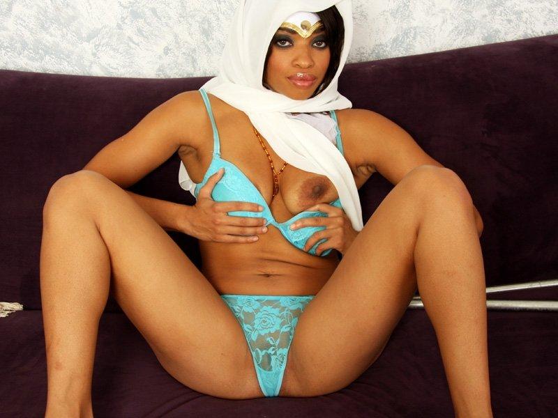 можно повесить фото арабских круглая заднисса женское