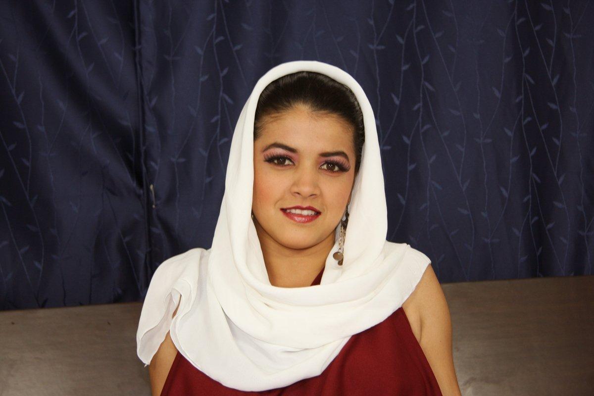 molodaya-arabka-ebetsya