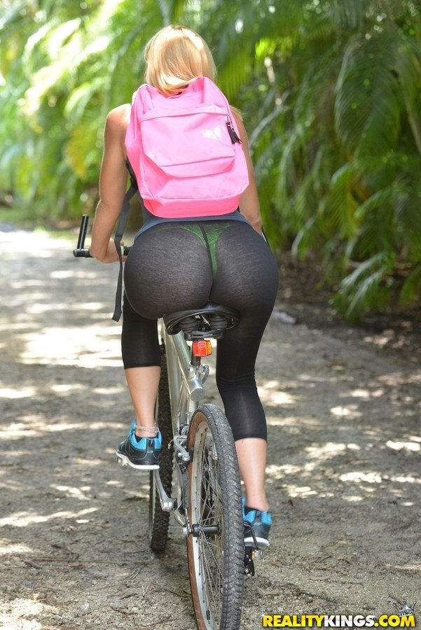 Парень трахнул жопастую велосипедистку