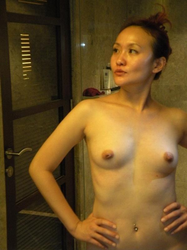 Азиатская брюнетка