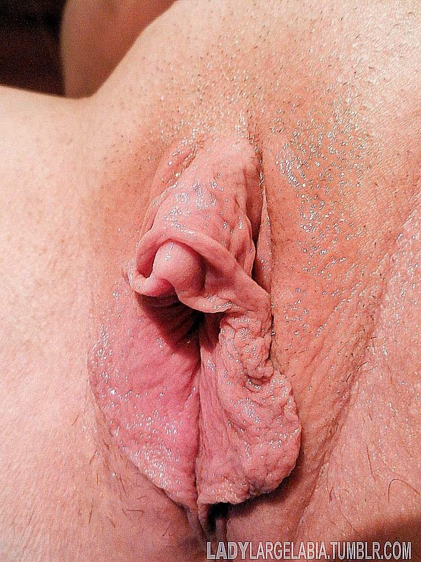 Гладит половые губы порно зрелых мужчина