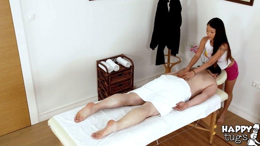 Перепих с азиатской массажисткой