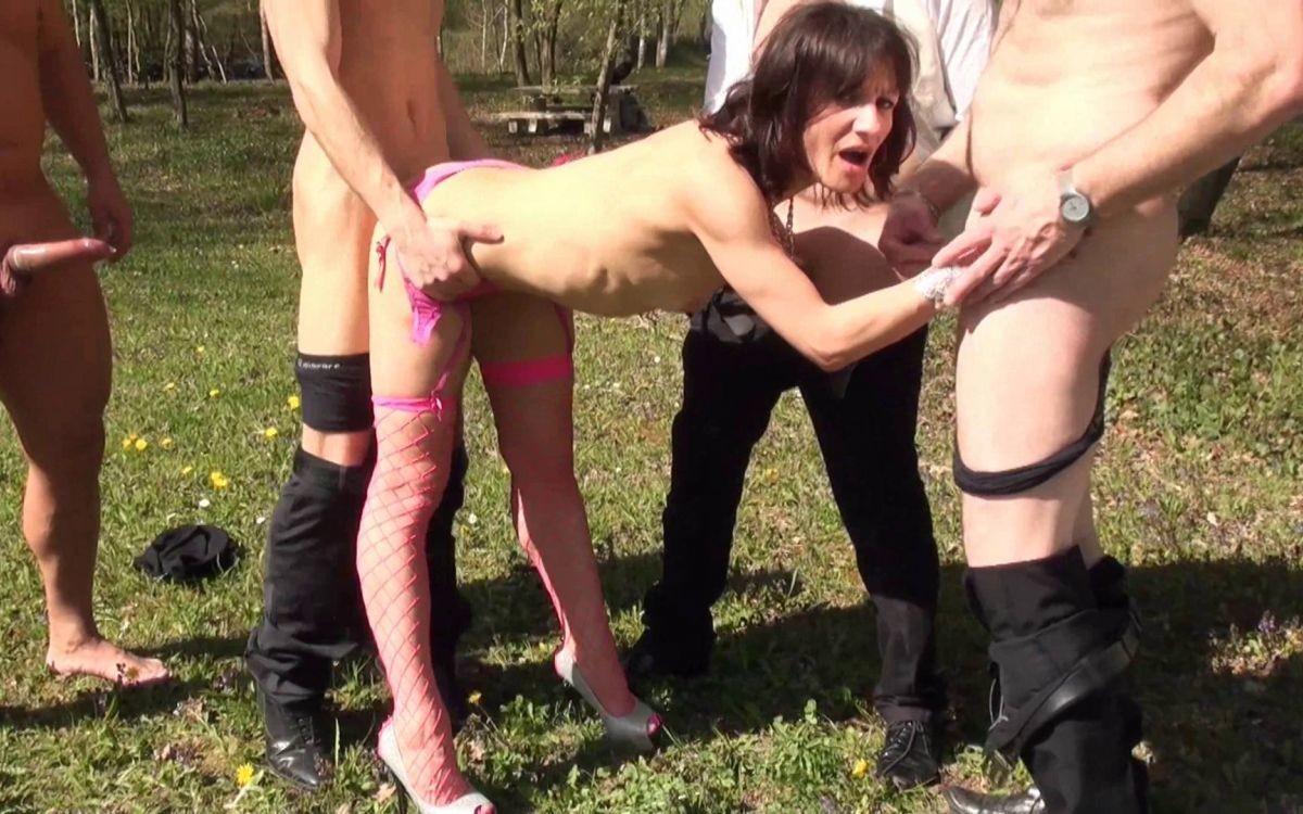 prostitutki-zhenu-ebut-gruppoy-na-ulitse-hudozhestvennie-filmi-seks