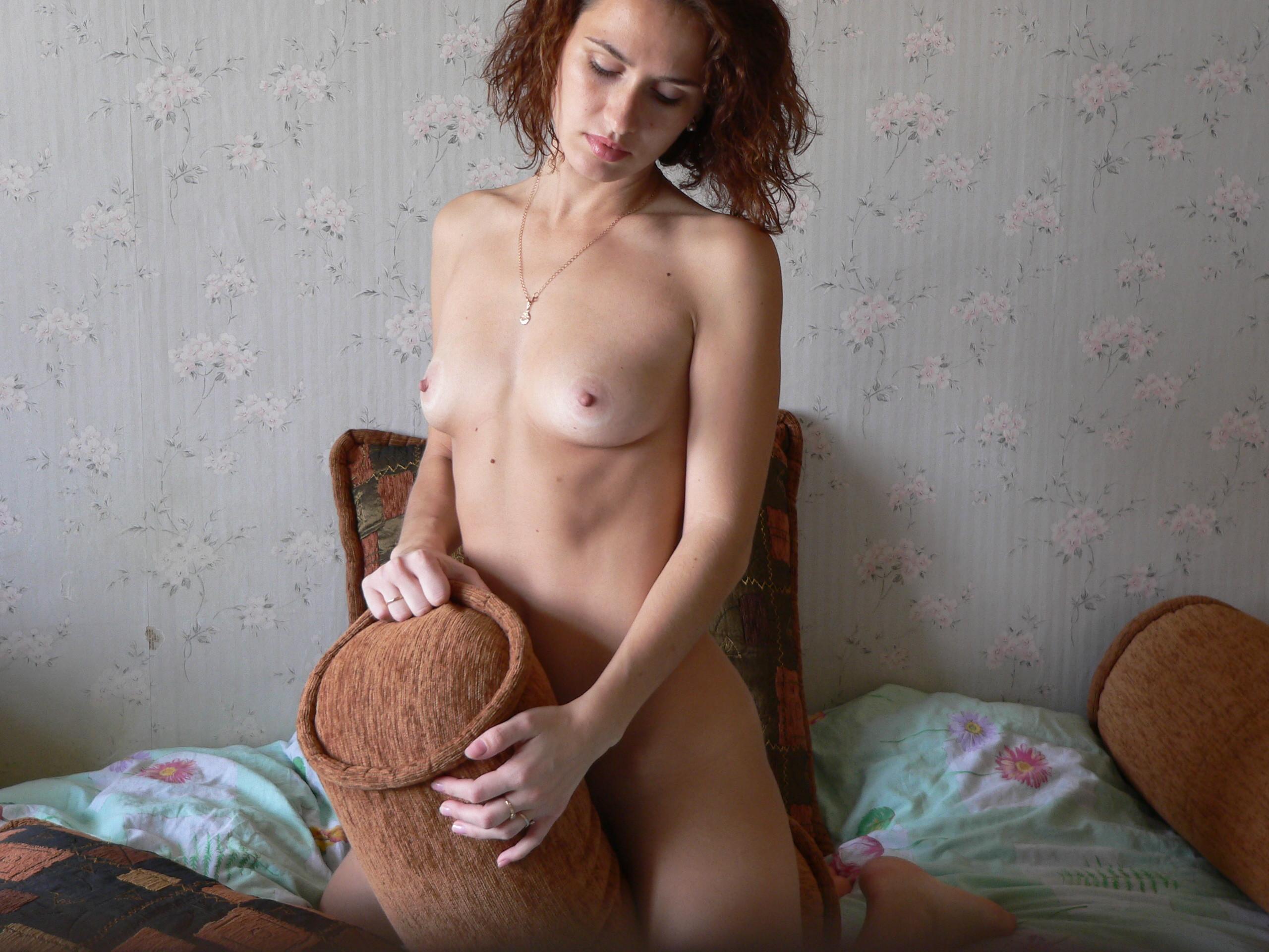 Сиськи и пизда простой, стройной русской женщины