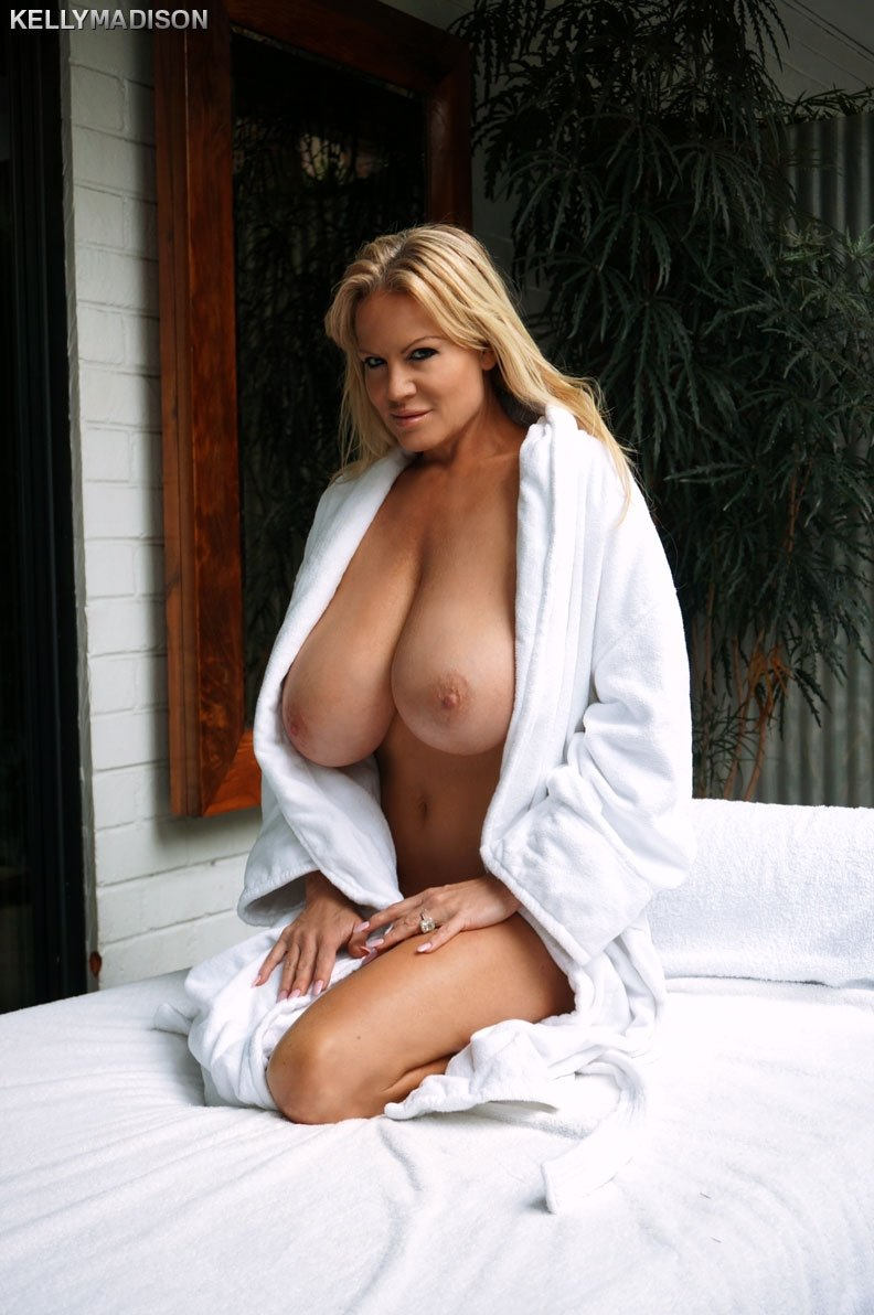 Суперская зрела блондинка с огромными дойками