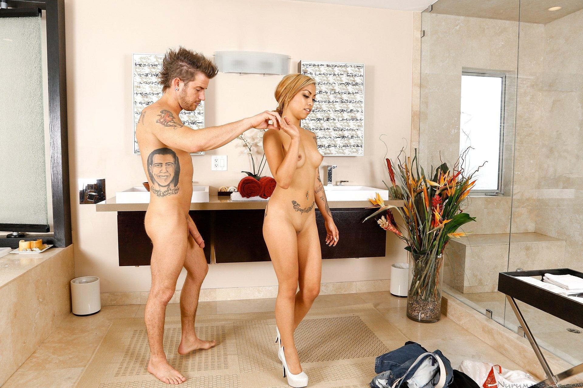 Тайская массажистка ублажает клиента ртом