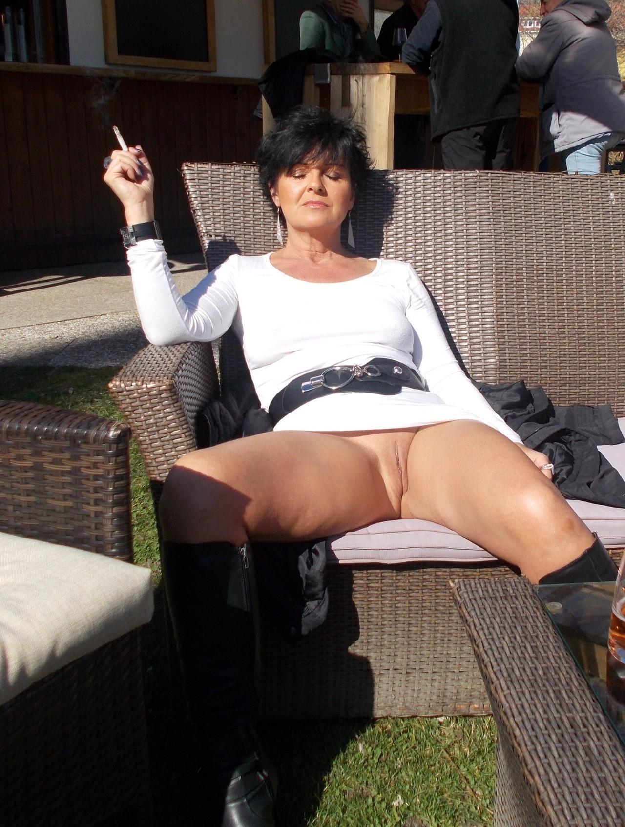Женщины без трусов под юбками порно, порно сперма из пизды лизать