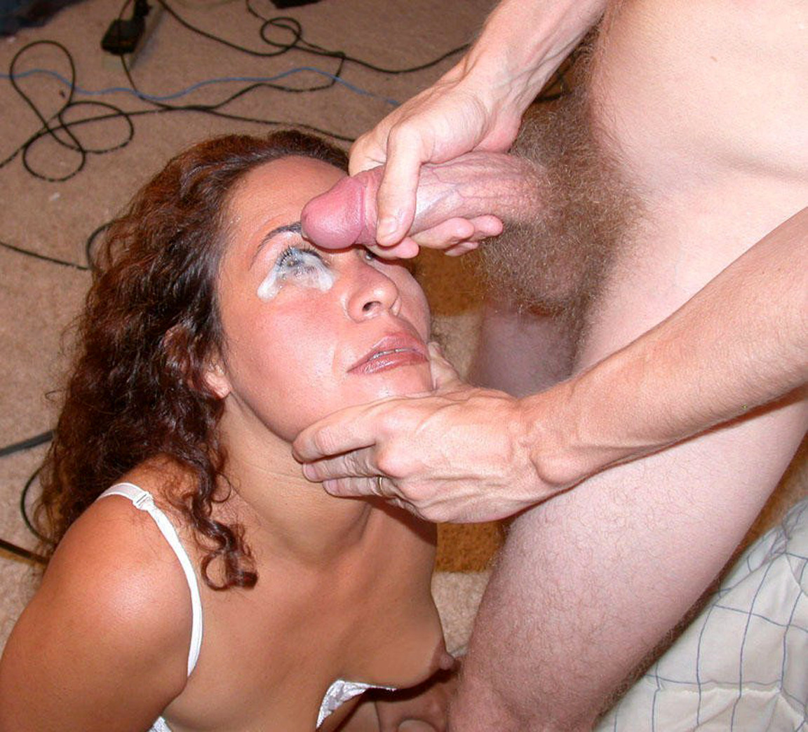 Онлайн кончил в глаз жене женщина большим