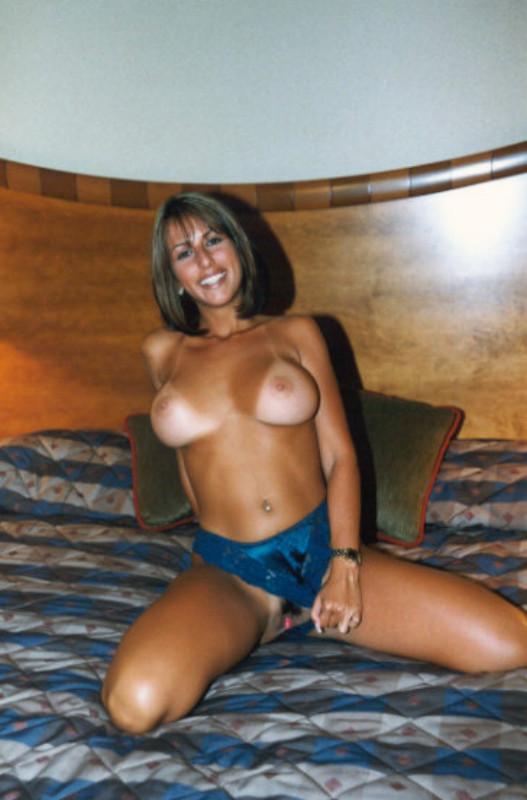 Ретро фото сексуальной загорелой милфы