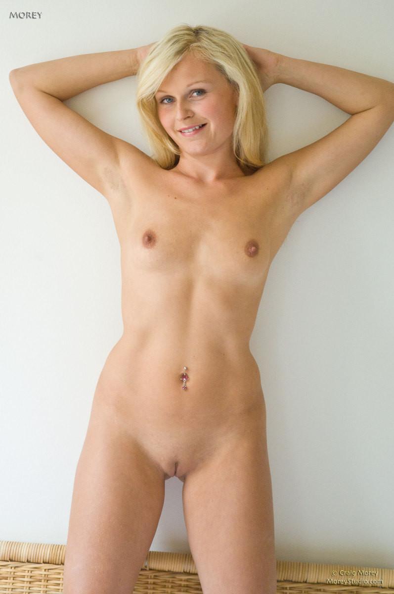 Голая блондинка Кати
