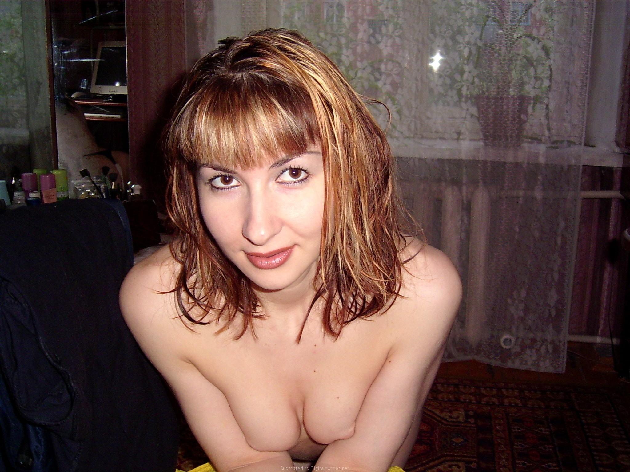 Хорошая русская жена сосет и дрочит мужу хуй