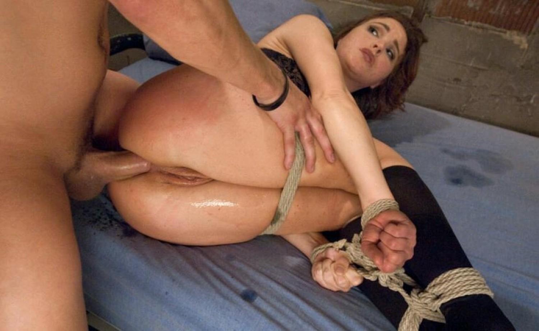 Выебали в жопу рабыню