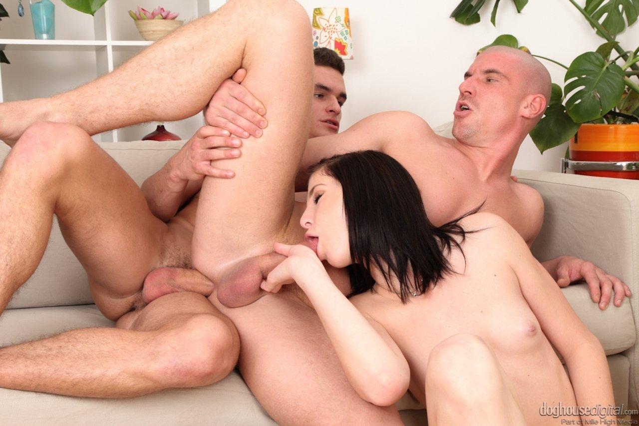 Девушка очень удивилась, когда узнала что двое ее коллег активные гомосексуалисты