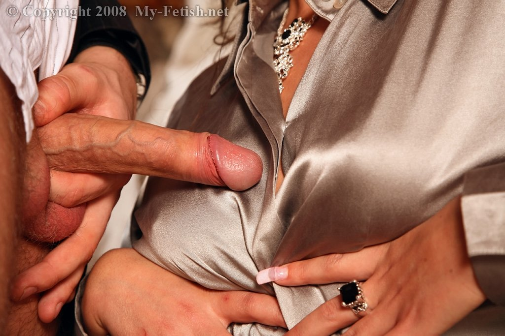 Кончил на шелковую блузку блондинки