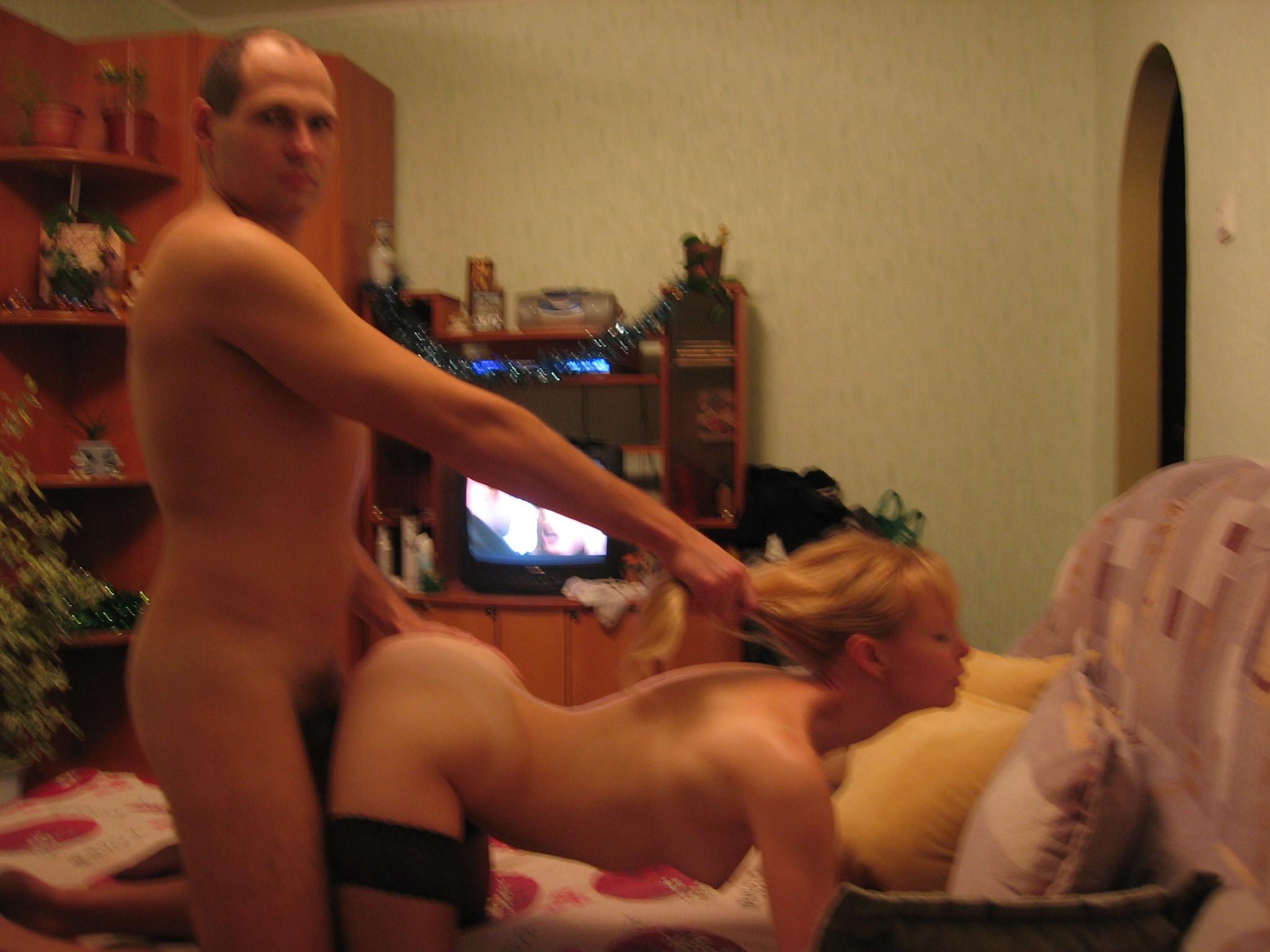 Взял жену сзади с другом, пьяные в хлам женщины скрытая камера