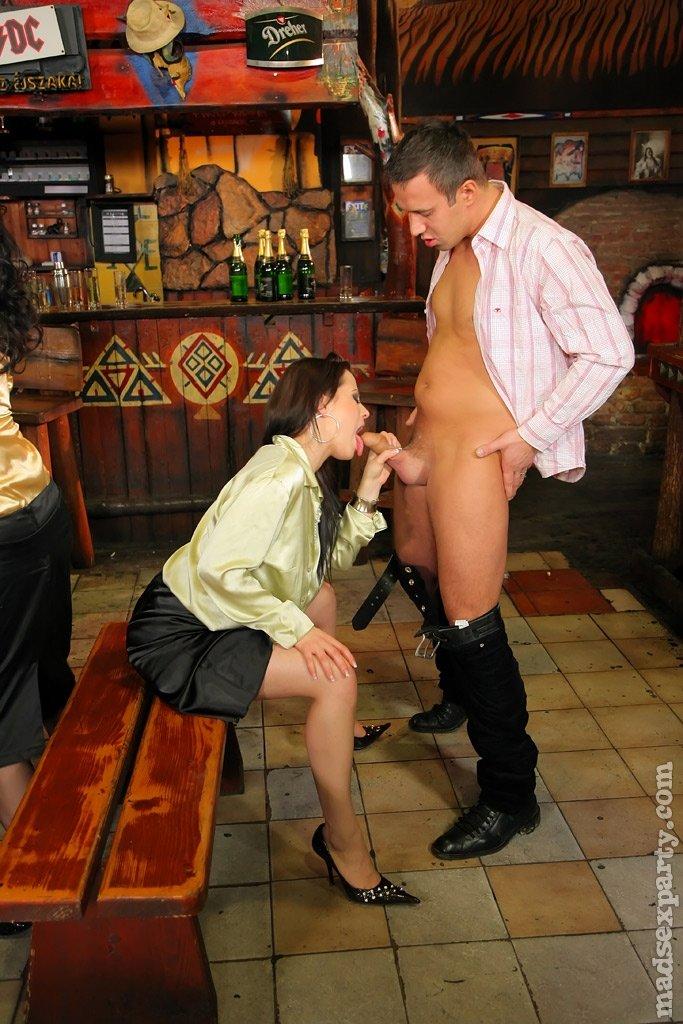 порно секс в ресторане с чужой женой неё как раз