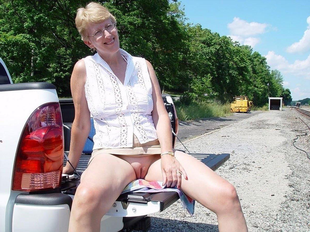 Mature embarrassing lady pics butt