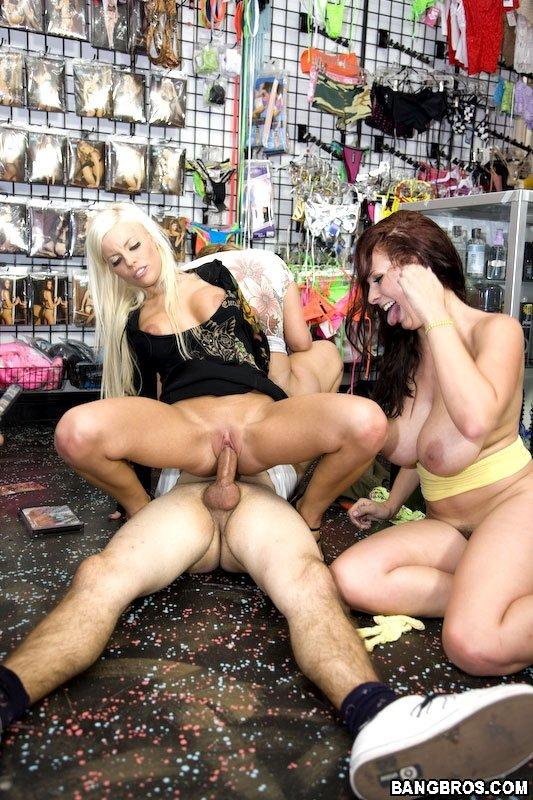 ЖЖЖМ (три женщины и мужчина) - Фото галерея 623917