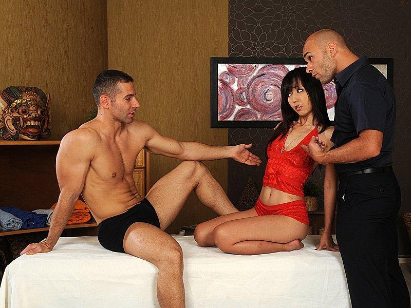Азиатская милфа Marica Hase и два члена