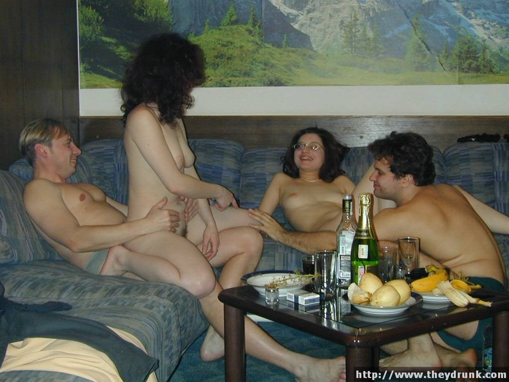 русская пьянка женщин порно видео она