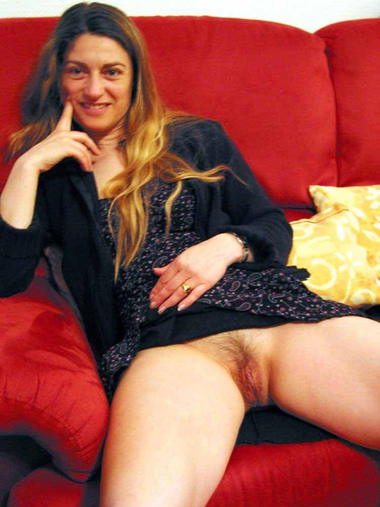 Засветы сисек и голых пезд под юбками