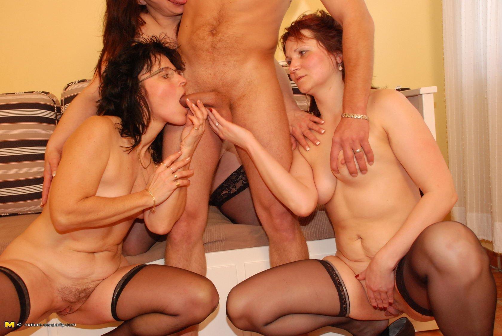 Порно фото групповое зрелых