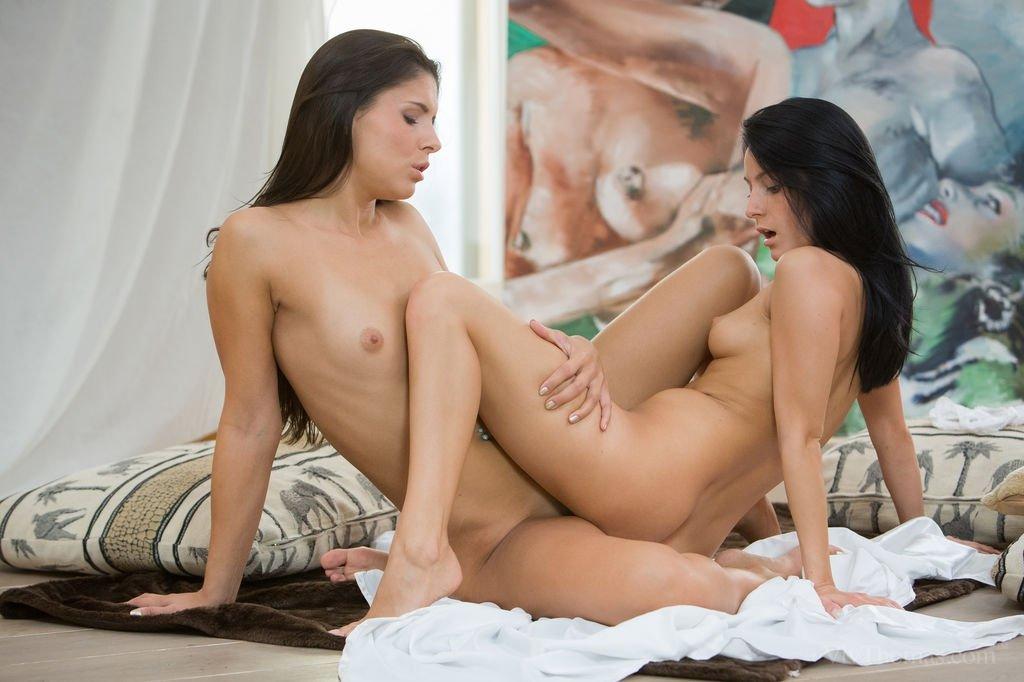 Эротичные брюнетки лесбиянки