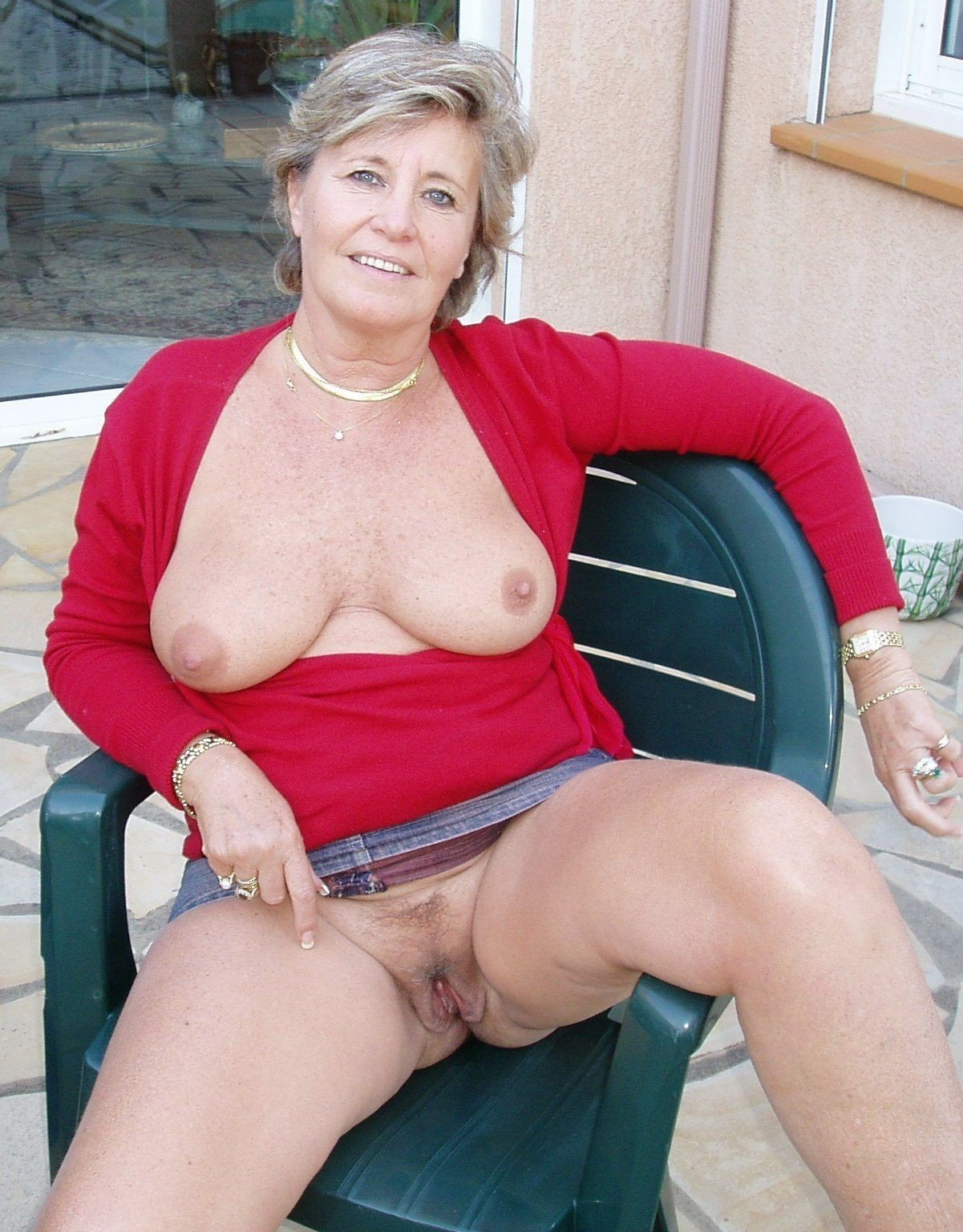 Tumblr naked horny mature lady — photo 7