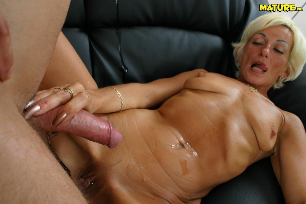 порно сперма из щелей зрелых фото - 12