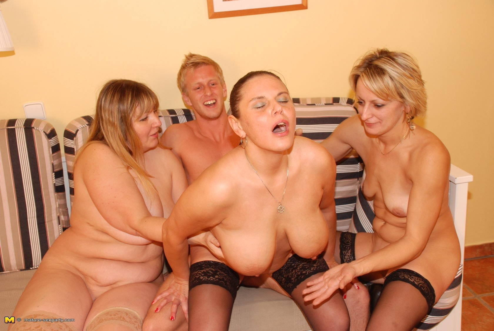 Nude group moms and boy — photo 3