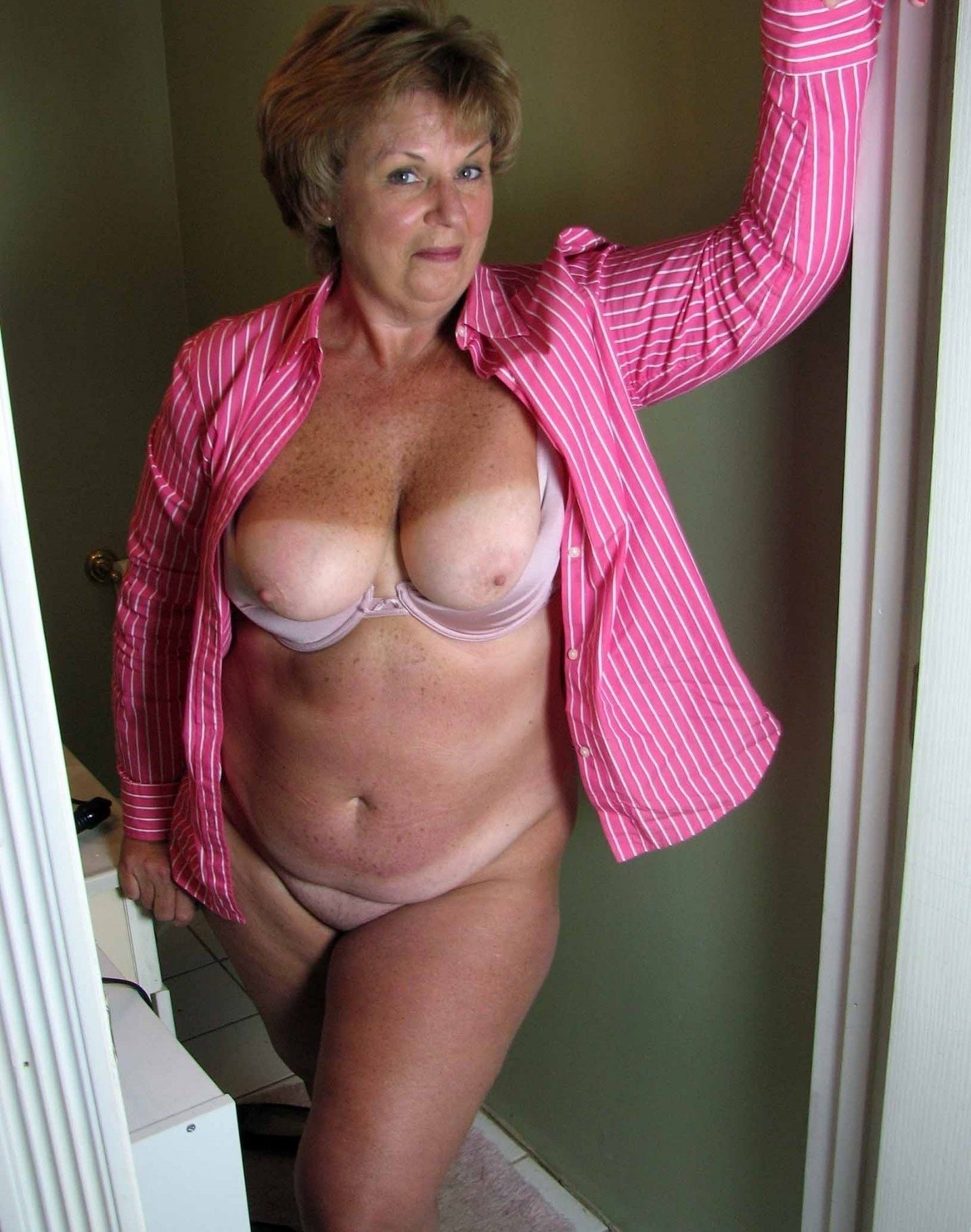 pictures-of-older-women-breasts
