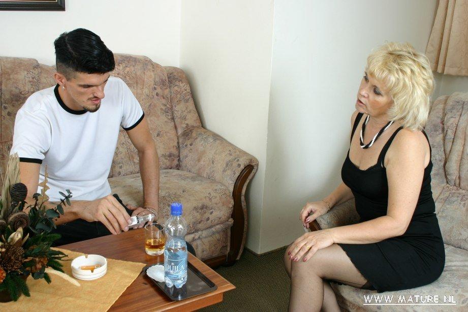 Женщина пришла молодому ебарю, секс-машины для пизды