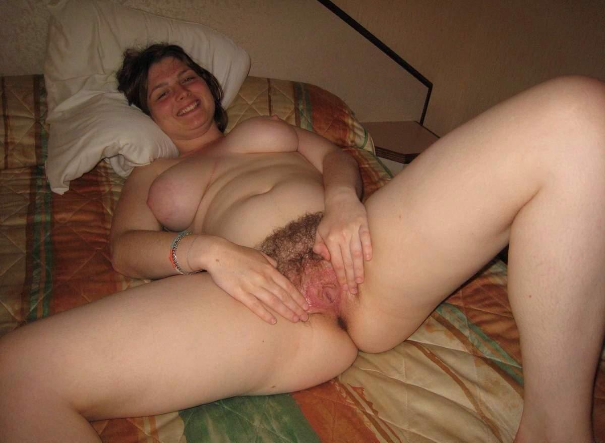 сиськастые тетки с волосатой пиздой в домашнем видео мастурбирует вашему