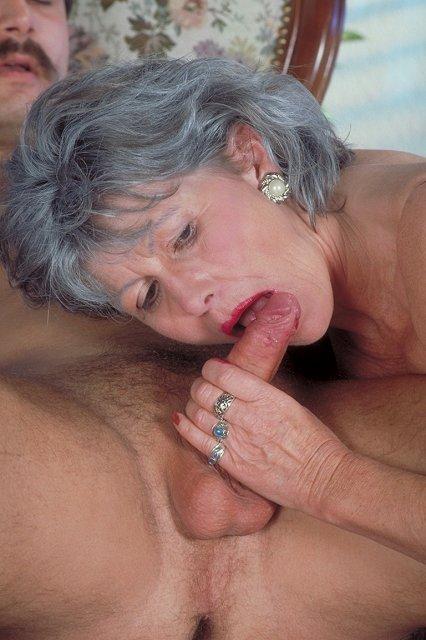 оральный секс пожилых людей видео паутина