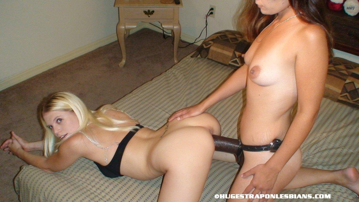 Домашние порно фото девок с страпонами