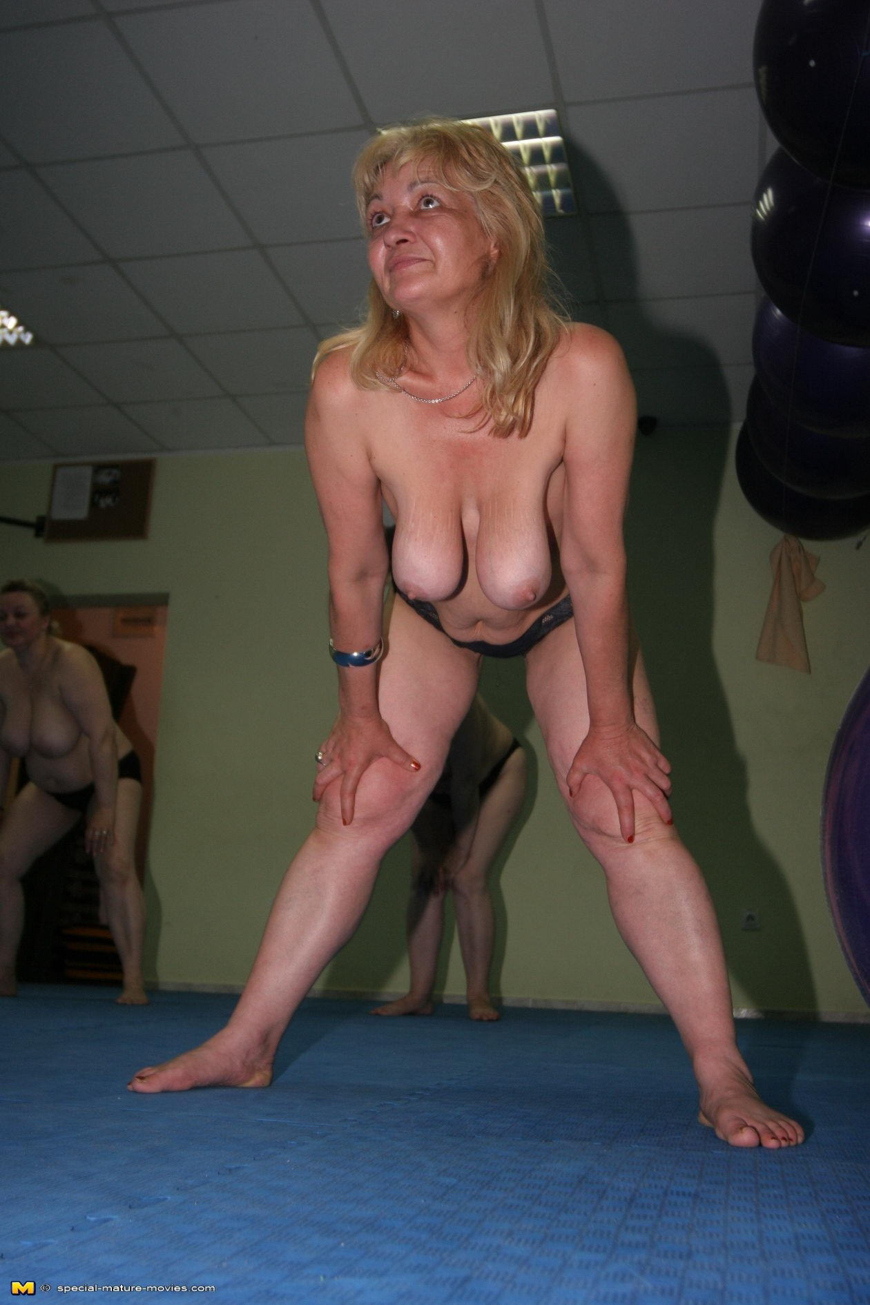 Зрелые бабы в спортзале