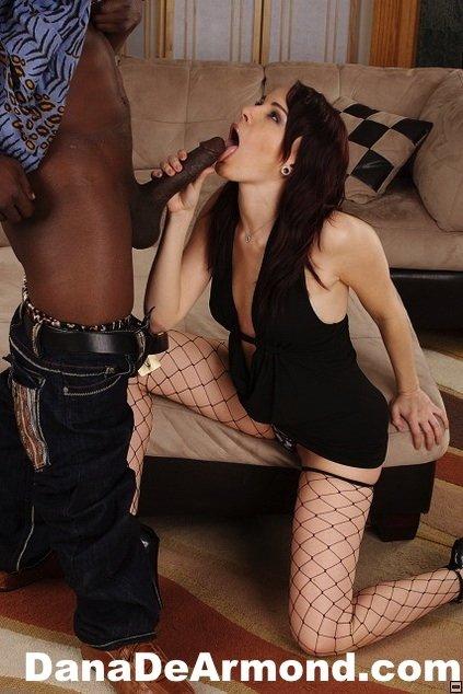 Межрассовый анальный секс со знатной милфой
