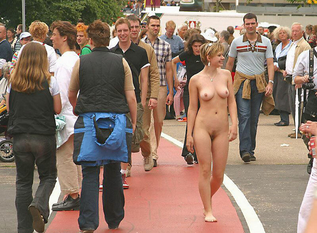 Casual public sex and nudity 13