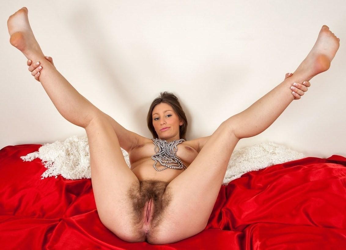 мохнатка раздвинула ноги для самца это