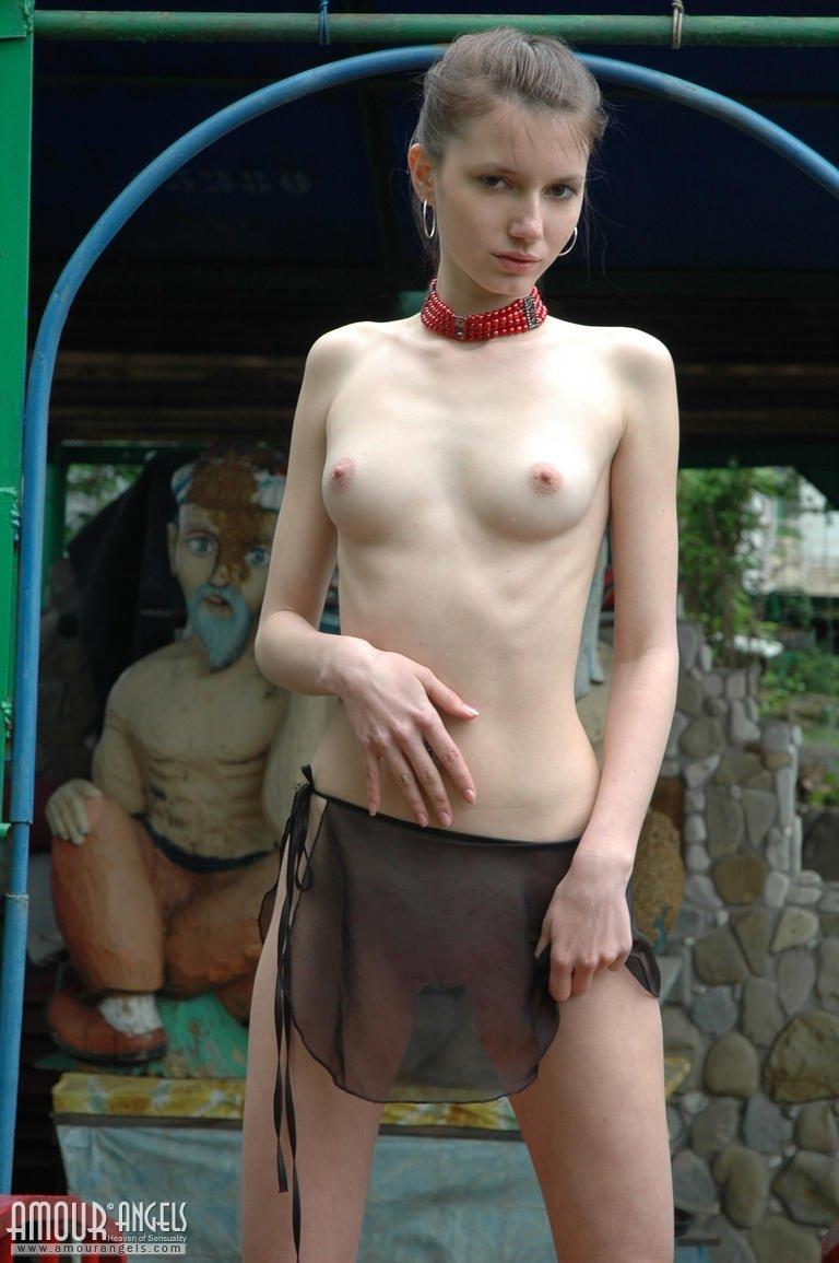В мини юбке - Фото галерея 901295