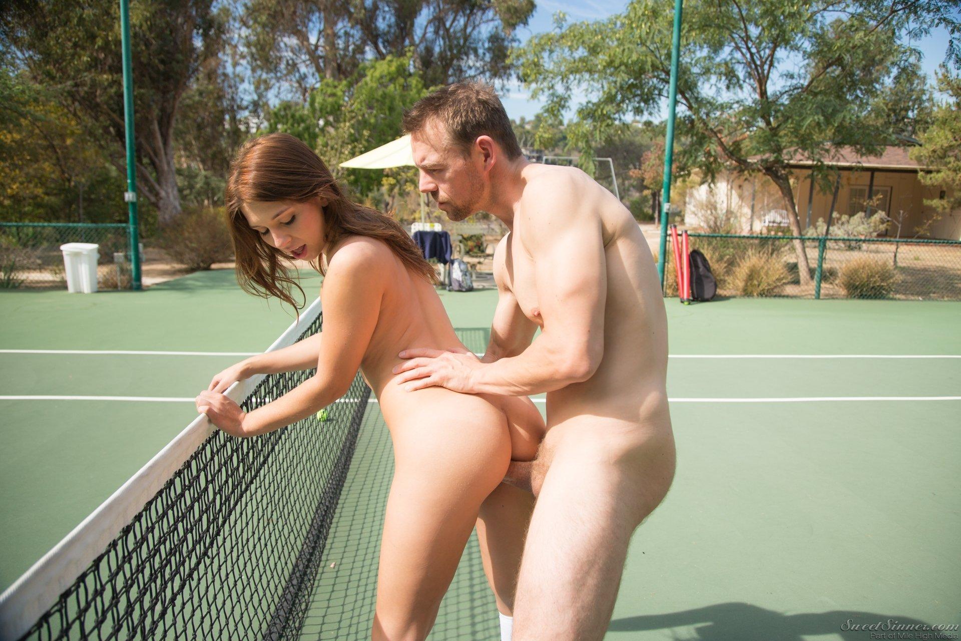 Мужчина ебет молодую теннисистку