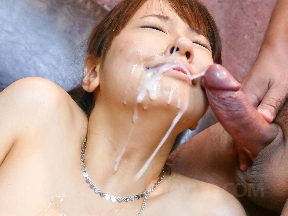Три хуя забрызгали спермой милое лицо японки Buruma Aoi