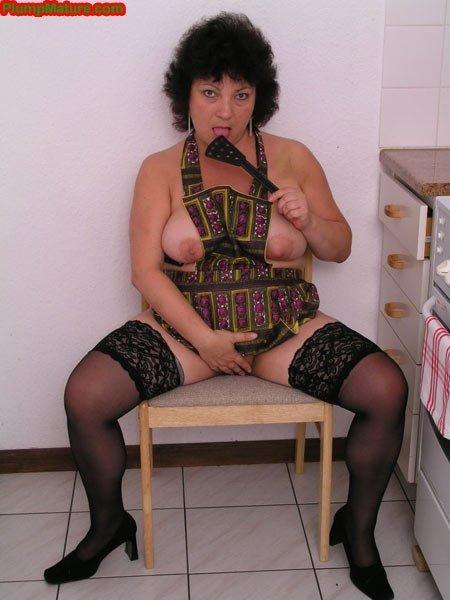 Толстая зрелая женщина хочет в койку, но не с кем