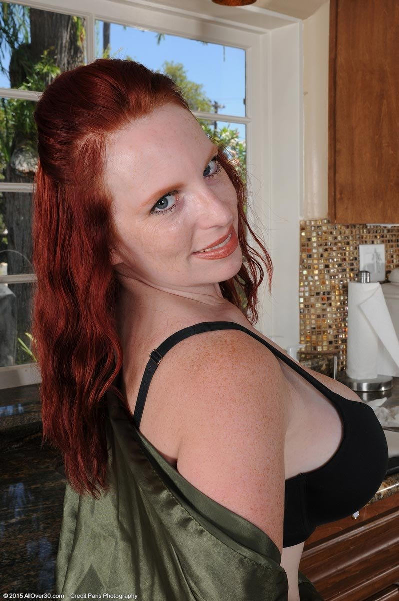 beautiful-redhead-housewife-photos