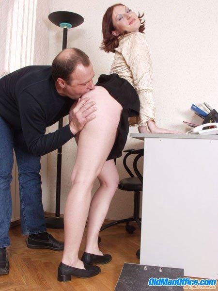 Установил молодая секретарша и старик директор секс