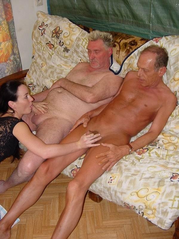 porno-starikov-v-kontakte-fotografii-golih-tel