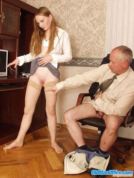 Порно старик трахнул секретаршу, фото развороченный анал