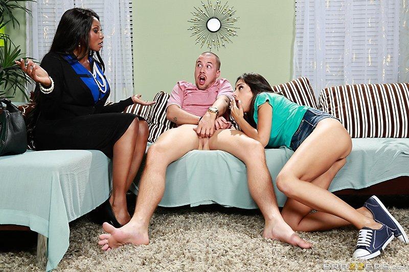 Секс втроем зрелых с молодыми - Фото галерея 1056394