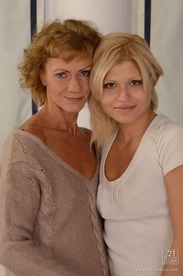 Зрелые лесбиянки с молодыми - Фото галерея 1073879